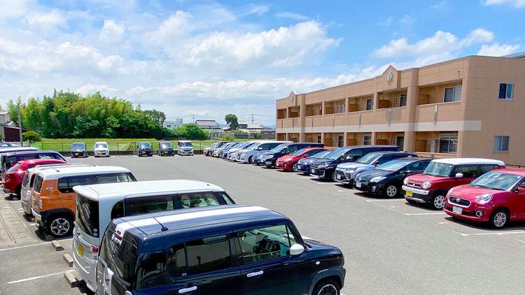 遠賀中央看護助産学校の駐車場